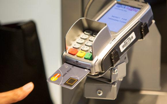 Kartenzahlung:Mit Chip und Fingerabdruck