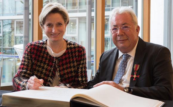 Hohe Auszeichnung für Ehrenmitglied Adolf Scheck
