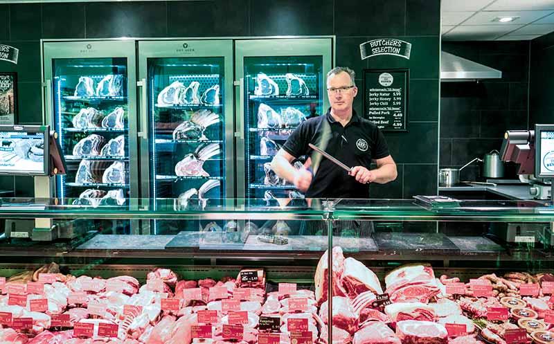 Premiumwurst gibt in der Theke Orientierung