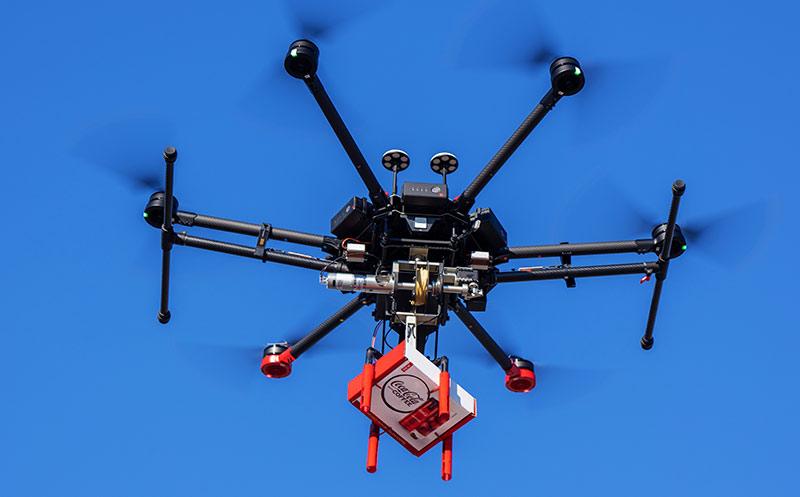 """""""Coca-Cola with Coffee"""" debütiert in den USA und wird im Coffee County mit Drohne ausgeliefert"""