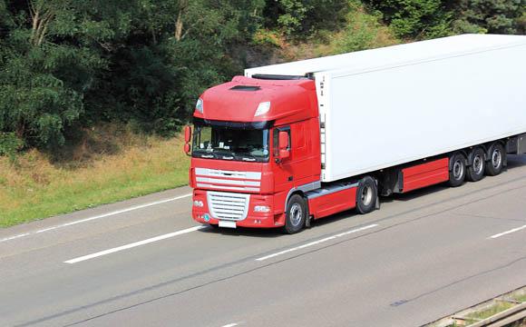 Transport: Mit Truck und E-Bike auf dem Weg zum Kunden