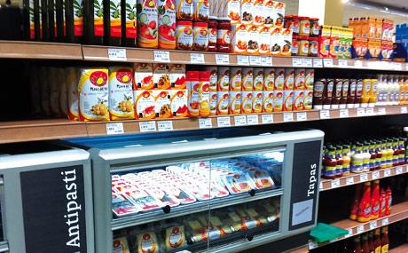 Feinkost:  Alle Produkte für Tapas in einem Regal
