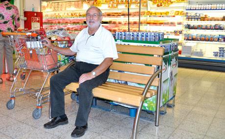 Elektromobile, Einkaufshilfen und Seniorentanz