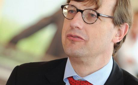 """Interview mit Prof. Thomas Roeb:""""Langweilige Arbeiten wie Kassieren oder Ware verräumen"""""""