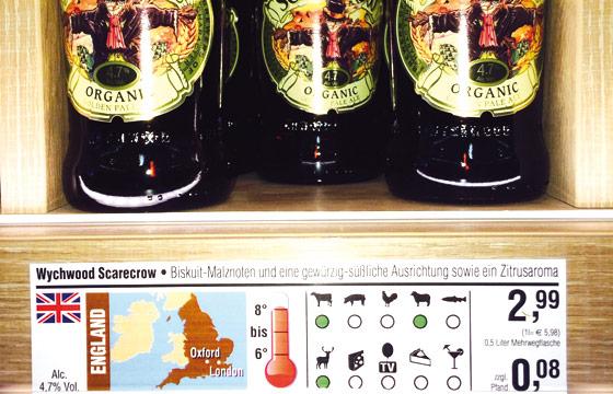 Im Getränkemarkt von Uli Budnik wird dargestellt, aus welchem Land das Bier stammt, welche Geschmacksnuancen es hat, zu welchem Essen es passt und welche Temperatur es haben sollte.