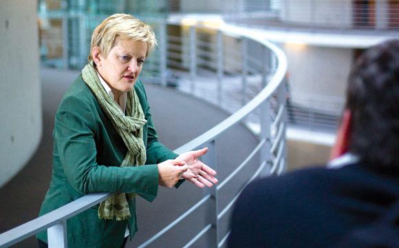 Renate Künast fordert Altersbeschränkung für Energy Drinks