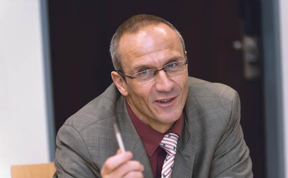 """""""Unser Anspruch ist es, in allen Vertriebskanälen Preis-Leistungs-Sieger zu sein.""""  Robert van Loosen, Fackelmann"""