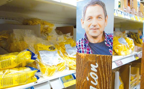 Regionalität am Regal: Die Erzeuger zeigen Gesicht. Von 70 Lieferanten aus der Umgebung vermarktet die Kölner Metro rund 2.000 Artikel.