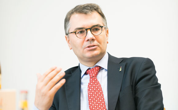 Christof Queisser ist nicht nur seit 2013 Vorsitzender der Geschäftsführung der Rotkäppchen-Mumm Sektkellereien GmbH, sondern seit Mai 2015 auch Präsident des Bundesverbandes der Deutschen Spirituosen-Industrie und Importeure.