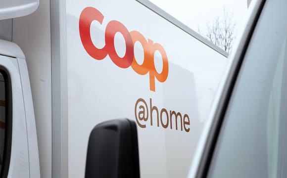 """coop@home ist der OnlineShop der Coop Schweiz. Neben breitem Supermarkt Angebot gibt es hier einen umfangreichen """"Weinkeller"""", den Blumenshop und eine Geschenke-Galerie. (Quellen: coop Schweiz)"""