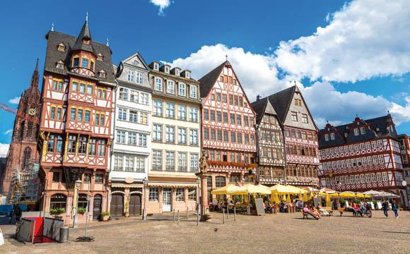 Fruchtwein eine Nische? Nicht in Frankfurt/Main. Das Bild zeigt den mittelalterlichen Frankfurter Römer.