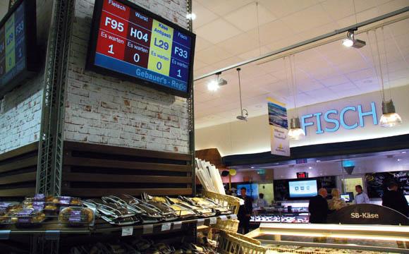An den Theken in Bonlanden wird nach einem Ticketsystem bedient. So hat jeder immer den Überblick, wie viele Kunden vor ihm warten.