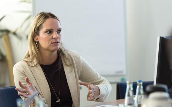 """""""Es wäre wünschenswert, wenn die Auszubildenden Waren- und Verkaufskenntnisse besser verknüpfen könnten.""""  Dr. Silvia Annen, BiBB"""