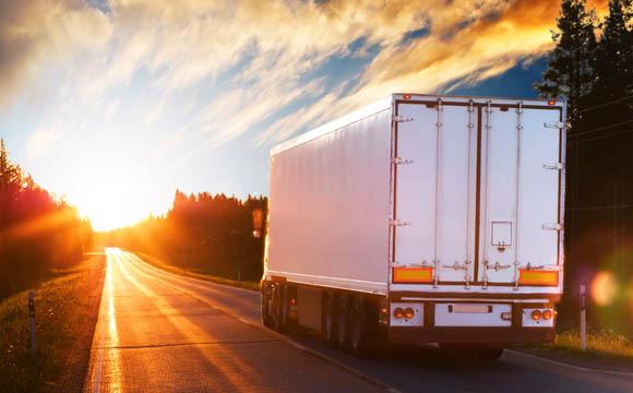 Höhere Lkw-Maut belastet Verbraucher