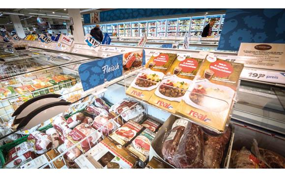Wie bereite ich TK-Fleisch zu? Die Hemmschwelle für Kunden, zu Premiumprodukten zu greifen, kann durch Infos zum Mitnehmen nach Hause gesenkt werden. (Real Dortmund)