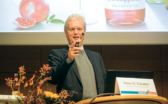 Peter O. Claußen (Rotkäppchen Mumm) schilderte, wie Marken das Portfilio erfolgreich erweitern können.