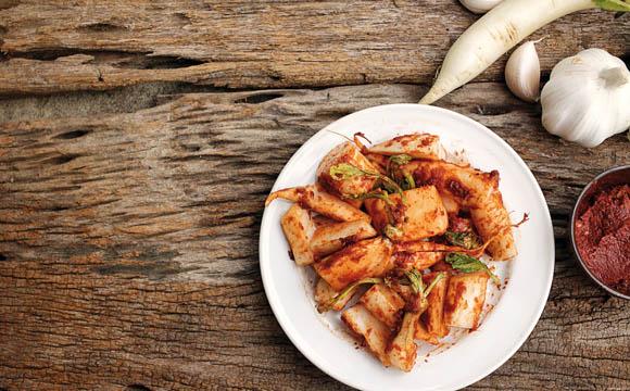 Kimchi & Co.: Auch die asiatische Küche ist für das Fermentieren bekannt.