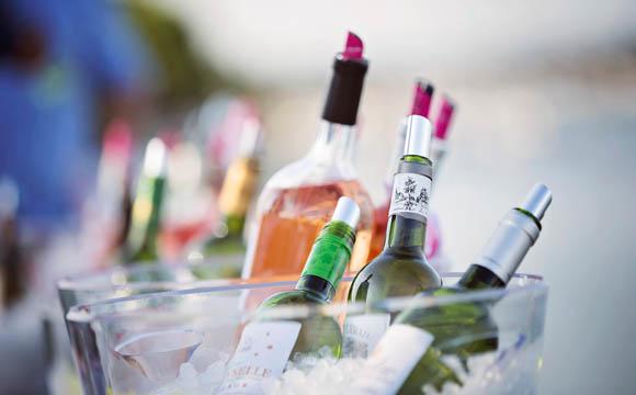 Egal ob rot, weiß, rosé oder Clairet, trocken oder süß, still oder perlend, leicht oder lagerfähig: Bordeaux-Weine zeichnen sich durch ihre Vielfalt aus.