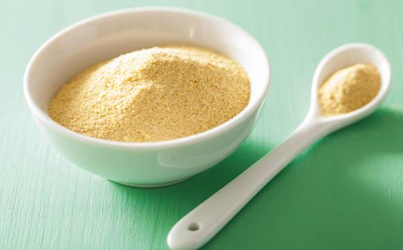 Nährhefe hat einen hohen Anteil an Vitamin B1.