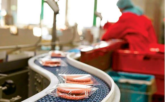 Burger ohne Ende: Die Produktion von Patties (wie hier bei Westfleisch) nimmt seit Jahren zu.