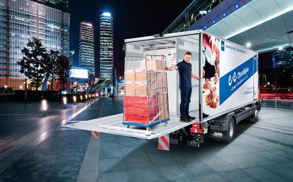 Mehrere Kühlzonen in einem Fahrzeug und das komfortable Ein- und Ausladen von Roll- Containern sind entscheidend für den Innenausbau eines Transporters.