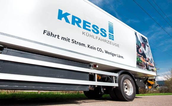 Ein aerodynamisch und kühltechnisch optimierter E-Lkw aus dem Portfolio von Kress sorgt für höchste Effizienz.