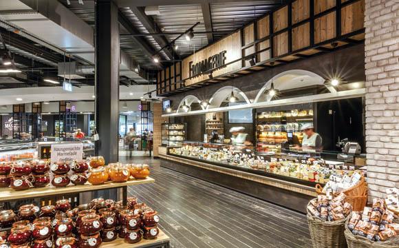 Die Fromagerie: rund 200 Sorten internationale Käsespezialitäten, dazu Bio- und ausgesuchte regionale Käse.