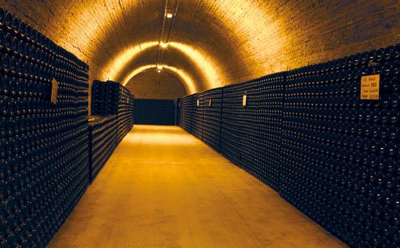Nach der zweiten Gärung lagert Champagner jahrelang auf der Hefe.