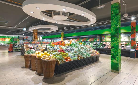 Dieter Schneider hat den Markt in Waldkirch selbst geplant, auch die 250 qm große O&GAbteilung als Erlebniswelt.