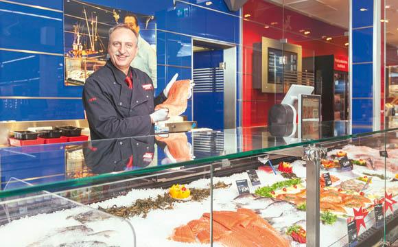 Waldkirch ist der erste Markt mit einer Fischtheke. Wer Fisch kaufen will, soll zu Rewe Schneider kommen, ist der Anspruch des Chefs.