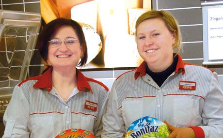 Theken-Team: Abteilungsleiterin Ozmur Cepdibi und Irina Koss.