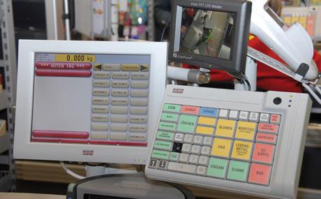 Sicherheit: Eine Kamera zeigt den Einkaufswagen, spart aber das Kartenterminal aus (graues Viereck).