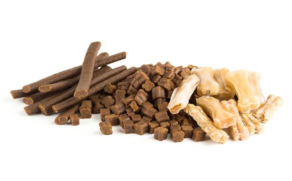 Snacks sind derzeit Wachstumstreiber in der Warengruppe Heimtiernahrung.