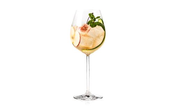 """Kirschwasser mit Zitronensaft und Ginger Ale: """"Kirsch Buck""""."""