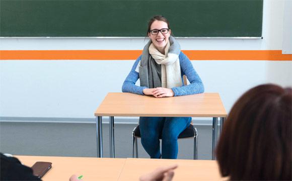 Ganz entspannt: Johanna van Graevenitz beim Einzelgespräch.