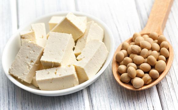 Tofu aus der Sojabohne ist ein Multitalent.