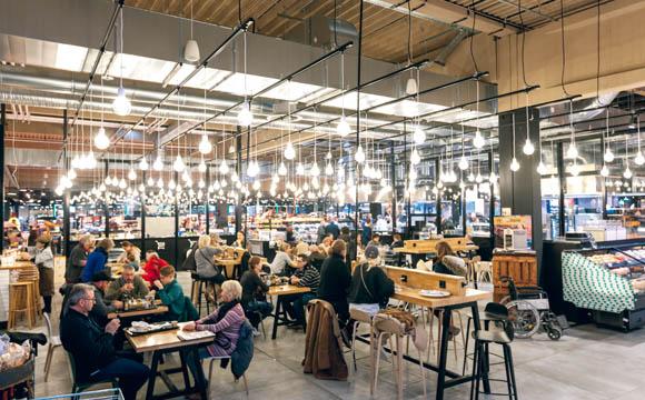 Die Ideen des Kundenbeirats sind u. a. in die Gestaltung des Gastro- Sitzbereichs eingeflossen.