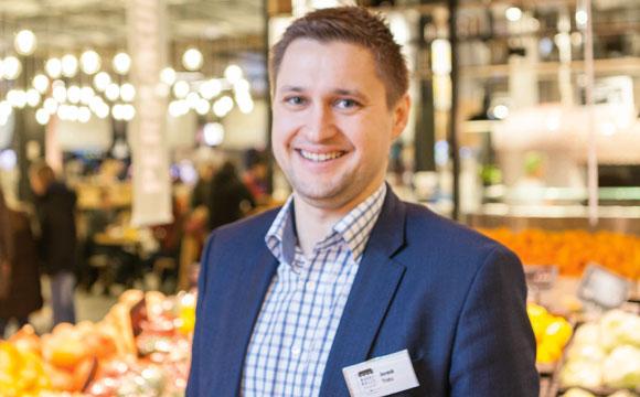 Er arbeitet im besten Markt Deutschlands. Davon ist Dominik Trieba, einer der Geschäftsleiter der Markthalle Krefeld, überzeugt.