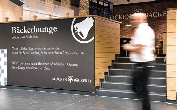 Lounge-Charakter: Die Glockenbäckerei lädt räumlich abgetrennt zur gemütlichen Kaffee Stunde.