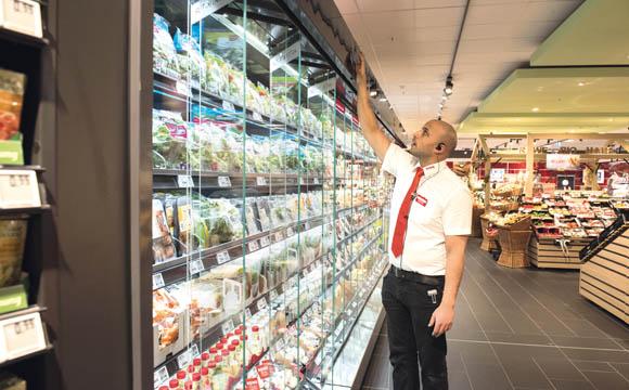 Die Kühlschränke sind mit, selbstöffnenden Türen ausgestattet. Platzausschöpfung und Sicht auf die Ware sind besser