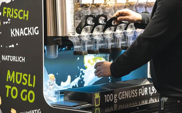 Auffallend im Markt sind der hohe Anteil an selbstproduzierten Artikeln sowie das Angebot an loser Ware, sogar Kaffee soll demnächst lose angeboten werden.