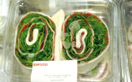 Selbst gemacht: Die Rucola-Wraps gehen weg wie geschnitten Brot.