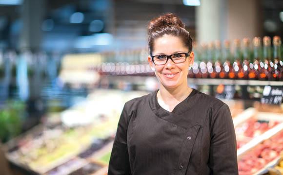 Weiß, was der Chef will: Alexandra Achhammer führt mit Marius Bangemann den Auenwalder Markt.