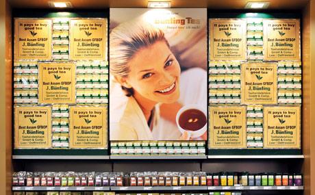 Tee-Kompetenz: Bei Tee ist die Marke Bünting in Ostfriesland eine feste Größe. Die Platzierung verdeutlicht die Marktposition.