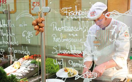 Frisch gekocht: Fischspezialitäten zum Direktverzehr.