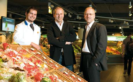 Starkes Team: Acht Geschäfte führen die Edekaner (v. r.) Stephan Stadler und Hans-Jürgen Honner. Daniel Honner leitet den Münchner Markt.