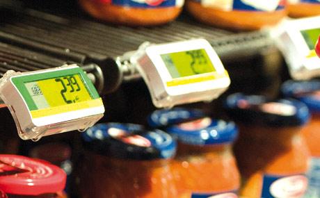 Ausgezeichnet: Elektronische Etiketten bieten Preissicherheit. Bioware ist im Sortiment erkennbar am grünen Etikettenrand.