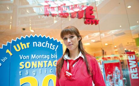 Serviceorientiert: Markt-Managerin Katja Kühn setzt auf Dienstleistung am Kunden.