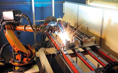 Schweissroboter gehören längst zum Bestandteil hochwertiger Produktionsanlagen im Ladenbau.