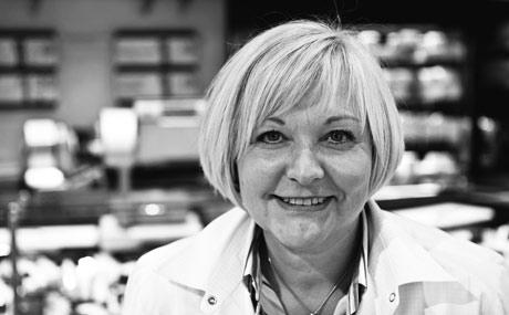 Roswitha Vogl ist Inhaberin von Edeka Vogl Bonn und hat 2010 den Käse-Star für die beste Bedientheke im deutschen LEH gewonnen.